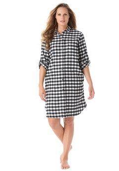 Sleepshirt in plaid flannel with button front,